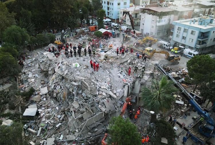 İzmir Depreminde Yıkılan Bir Bina